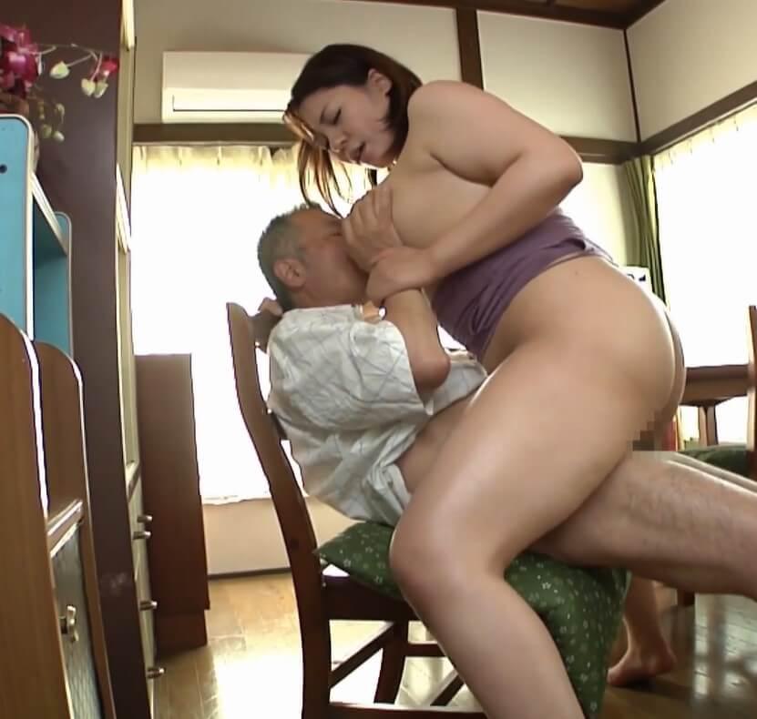 椅子が軋むほどの杏美月の騎乗位… 爆乳妻の恥ずかしいパイパン性活